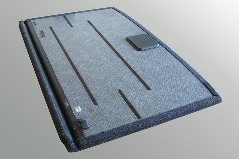 Hochwertiger Kofferraumladeboden mit minimierten Bauteilverzug und geringem Gewicht