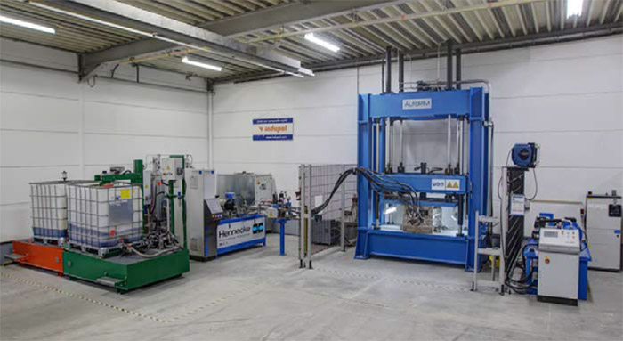 Production line – High-pressure TOPLINE HK metering machine with IBC container station and mould carrier press